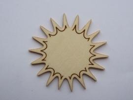 1852 2305.C- houten ornament zon van 2mm dik en ca. 6 tot 7cm breed