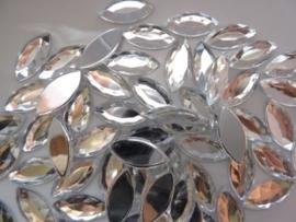 ca. 60 stuks kunststof strass steentjes spits ovaal 9x20mm zilver