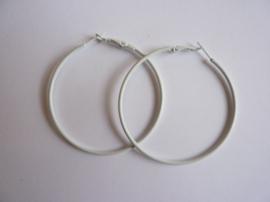 1 paar Creolen oorringen van 6cm doorsnee wit