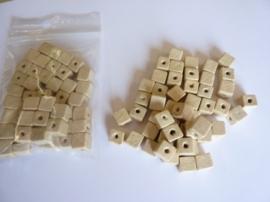 6522/500.P- 50 stuks vierkanten houten kralen van 8x8mm naturel - extra lage prijs!