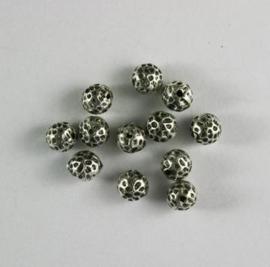 117467/0661- 12 x metalen kralen verzilverd rond gehamerd 8mm