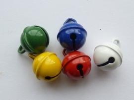 008608/0156- 5 stuks kattenbelletjes van 15mm in bonte kleuren AA