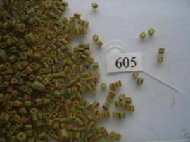 605- onregelmatige grootte gestreept geel/groen 15gr