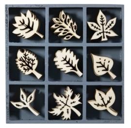 1852 1109- box met 45 stuks houten ornamentjes bladeren 10.5x10.5cm