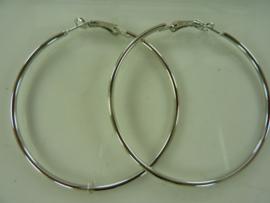 00054- 2 stuks creolen van 6cm zilverkleur