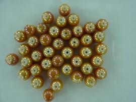 3709- ca. 40 stuks glaskralen van 8mm lichtbruin/geel met high gloss glans coating