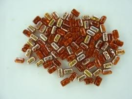 801- ca. 90 stuks glaskralen met 4 gaatjes 5x3mm rood/goud