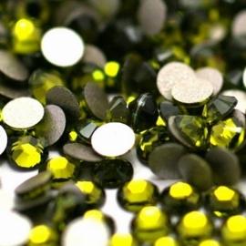 000558- ruim 100 kristalsteentjes SS10 2.8mm olivine - SUPERLAGE PRIJS!