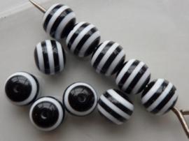 4510- 10 stuks kunststof resin kralen van 10mm zwart/wit - SUPERLAGE PRIJS!