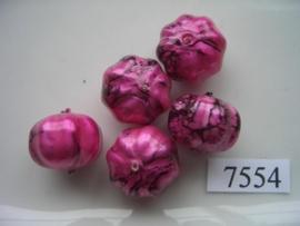 7554- 14x17mm cerise/zwarte kunststofkraal