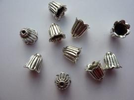 CH.864.10- 10 stuks zwaar metalen kralen / kralenkapjes tulp 10mm antiek zilver