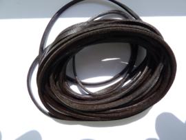 5 meter echt leren platte veter heel donkerbruin van 3mm breed  - twee zijdig
