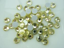 000541- ruim 50 kristalsteentjes SS30 6.4mm jonquil/geel - SUPERLAGE PRIJS!