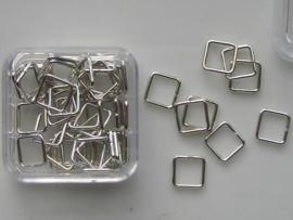 12093/9301- 50 x vierkante ringetjes 6mm staalkleur