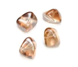2204 431- 4 stuks glaskralen bohemisch gevormd lichtbruin van 19x14mm in een doosje