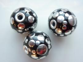 3977- 2 stuks noppenkralen van 24mm zwart met zilveren noppen - SUPERLAGE PRIJS