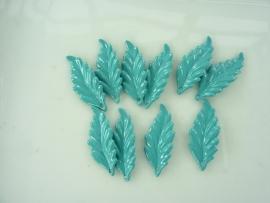 SLK.020- 10 stuks blaadjes lichtblauw/turquoise van 2.6x1.1cm OPRUIMING