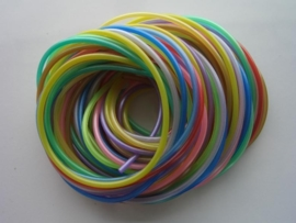 252 - 12 x parelmoer scoubidou kleurenmix van 1 meter lang