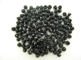 3970- ca. 140 stuks geslepen glaskralen van 3x3mm zwart