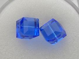 109318/0080- 2 x swarovski cube 8x8mm sapphire
