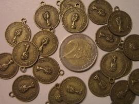 4049 - Muntjes met oogjes 18 mm. 20 stuks geel brons kleur