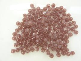 3969- ca. 140 stuks geslepen glaskralen van 3x3mm oud roze AB
