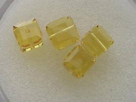 109316/0190- 4 x swarovski cube 6x6mm light topaz