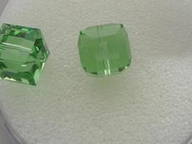 109318/0130- 2 x swarovski cube 8x8mm peridot green