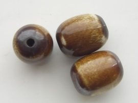 4566- resin kraal 20x16mm bruin/wit