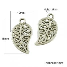 NA.05- 10 stuks bedels ornament blaadjes 18x10mm zilver