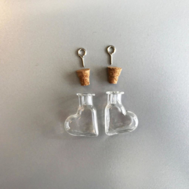 CE453101/2316- 2 stuks glazen flesjes hangers hartjes 19.4x9x25mm