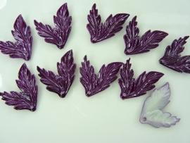 SLK.022- 10 stuks dubbele blaadjes paars van 2.8x2.3cm OPRUIMING