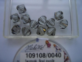 109108/040 - 12 x swarovski 8mm zwart diamand