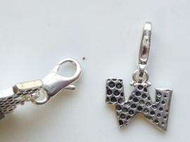 117467/1223- zwaar verzilverde metalen letter bedel W