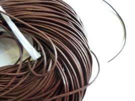 1 meter echt leren veter donkerbruin van 2 mm. dik - AA kwaliteit - SUPERLAGE PRIJS!