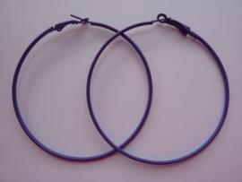 000106- 2 stuks oorringen creolen van 7cm lila OPRUIMING
