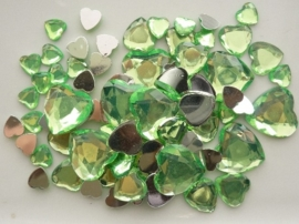 2282 0245- 80 x kunststof strass stenen assortiment hartjes van 8 tot 18mm lang licht groen