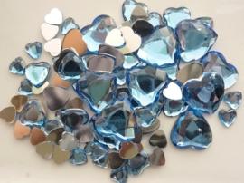 2282 0251- 80 x kunststof strass stenen assortiment hartjes van 8 tot 18mm lang l.blauw