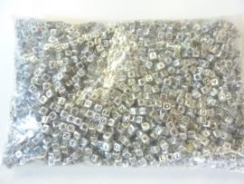 500gram (ca 3600 stuks) letterkralen zilver vierkant van 6x6mm groot gat - SUPERLAGE PRIJS!