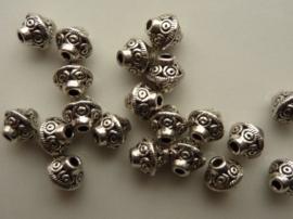 CH.1152- 20 stuks zwaar metalen kralen 7x6.5mm antiek zilver