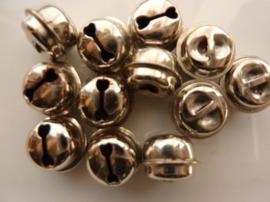 4302- 12 stuks kattebelletjes van 13mm staalkleur