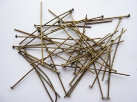 ca. 50 stuks nietstiftenmix van 20-30-50mm lang geelbrons