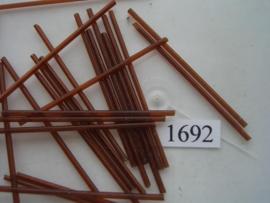 1692- 60mm glazen stiftjes donker bruin 15 gr