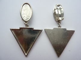 SLK102- oorclips driehoek van 7x3.5cm OPRUIMING