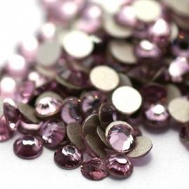 000556- ruim 100 kristalsteentjes SS10 2.8mm light amethyst - SUPERLAGE PRIJS!