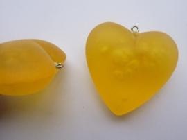 00126- groot kunststof hanger hart geel 4.5x4.5cm OPRUIMING