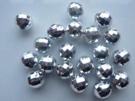 2162- 20 stuks kunststof kralen zilver met facon vlakjes en discobalschittering 8mm