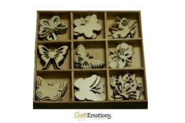 CE811500/0101- 45 stuks houten ornamentjes in een doosje vlinders 10.5x10.5cm