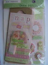 5557- K&Co baby girl deurhangerset roze