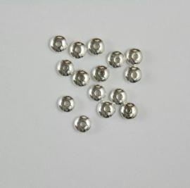 117467/0659- 15 x metalen kralen verzilverd rond plat 6mm